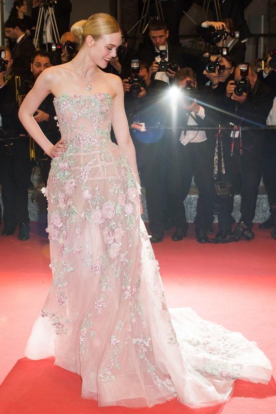 Nhan sắc nóng bỏng, đẹp như thiên thần của nữ giám khảo 21 tuổi tại LHP Cannes 2019 - Ảnh 6
