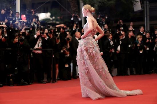 Nhan sắc nóng bỏng, đẹp như thiên thần của nữ giám khảo 21 tuổi tại LHP Cannes 2019 - Ảnh 7