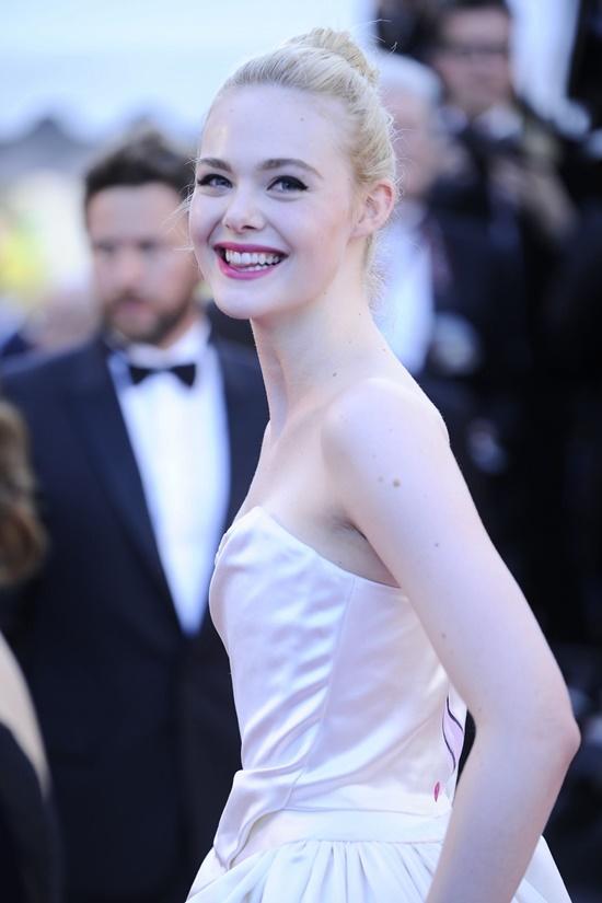Nhan sắc nóng bỏng, đẹp như thiên thần của nữ giám khảo 21 tuổi tại LHP Cannes 2019 - Ảnh 8