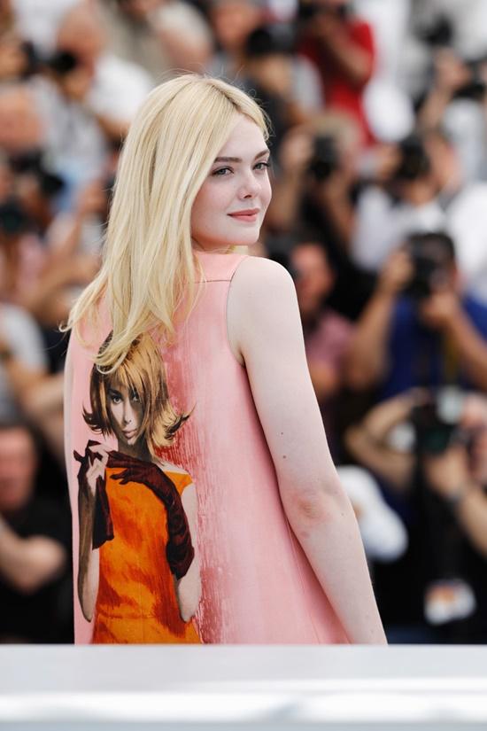 Nhan sắc nóng bỏng, đẹp như thiên thần của nữ giám khảo 21 tuổi tại LHP Cannes 2019 - Ảnh 9