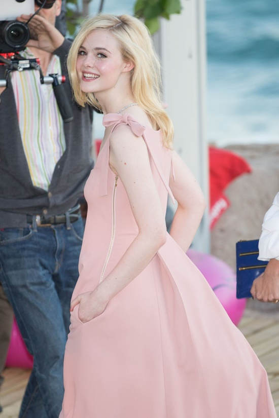 Nhan sắc nóng bỏng, đẹp như thiên thần của nữ giám khảo 21 tuổi tại LHP Cannes 2019 - Ảnh 10