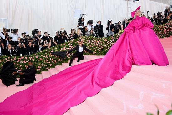 Thảm hồng Met Gala 2019: Lady Gaga 3 lần lột váy, Katy Perry hóa đèn chùm - Ảnh 1