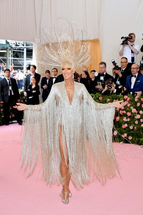 Thảm hồng Met Gala 2019: Lady Gaga 3 lần lột váy, Katy Perry hóa đèn chùm - Ảnh 10