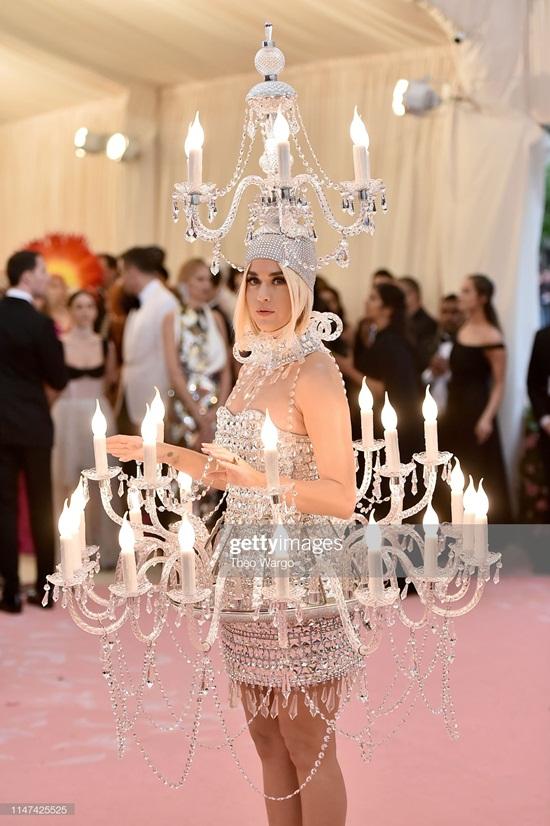 Thảm hồng Met Gala 2019: Lady Gaga 3 lần lột váy, Katy Perry hóa đèn chùm - Ảnh 7