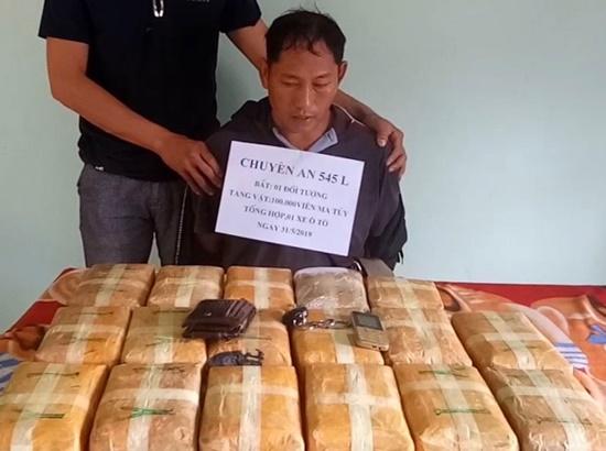 """Quảng Bình: Bắt """"ông trùm"""" người Lào vận chuyển 100.000 viên ma túy - Ảnh 1"""
