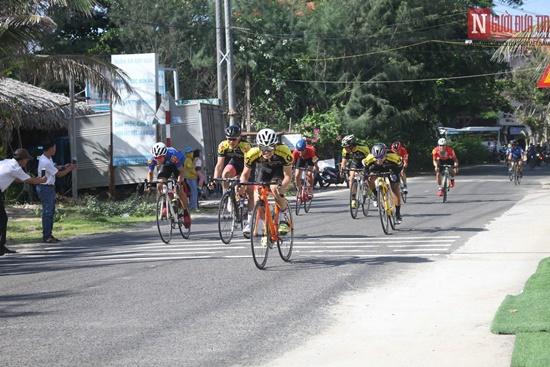 Bình Thuận rộn ràng giải đua xe đạp vòng quanh núi Tà Cú - Ảnh 1