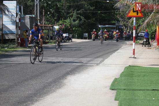 Bình Thuận rộn ràng giải đua xe đạp vòng quanh núi Tà Cú - Ảnh 2