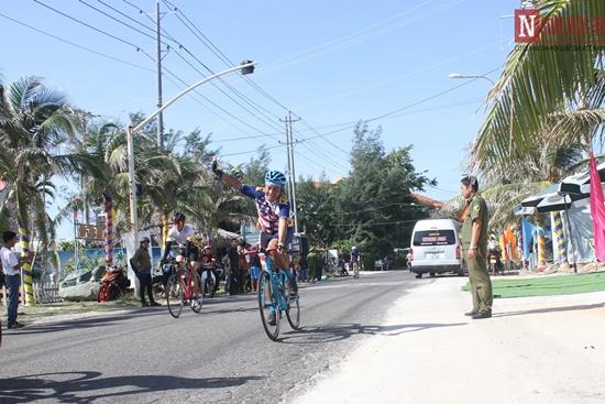 Bình Thuận rộn ràng giải đua xe đạp vòng quanh núi Tà Cú - Ảnh 3
