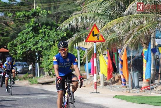 Bình Thuận rộn ràng giải đua xe đạp vòng quanh núi Tà Cú - Ảnh 4