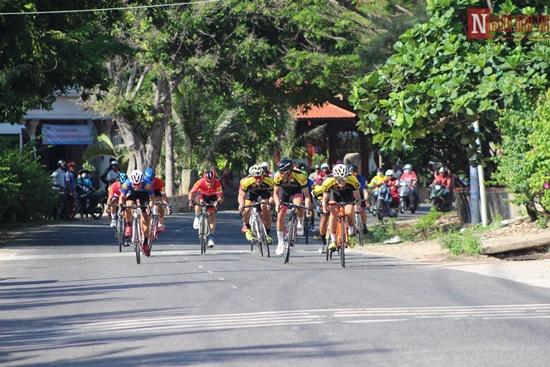 Bình Thuận rộn ràng giải đua xe đạp vòng quanh núi Tà Cú - Ảnh 7