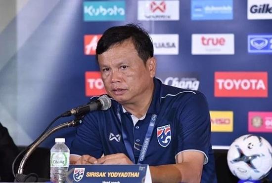 HLV trưởng tuyển Thái Lan từ chức sau thất bại cay đắng ở King's Cup 2019 - Ảnh 1