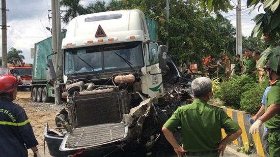 Vụ container tông xe 4 chỗ ở Tây Ninh: Xác định danh tính 5 nạn nhân tử vong - Ảnh 2