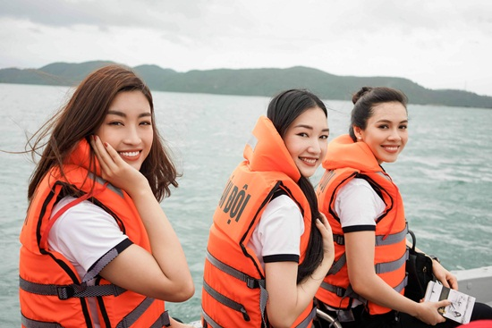 Hoa hậu Mỹ Linh cùng dàn người đẹp vượt sóng tham gia hành trình ý nghĩa - Ảnh 4