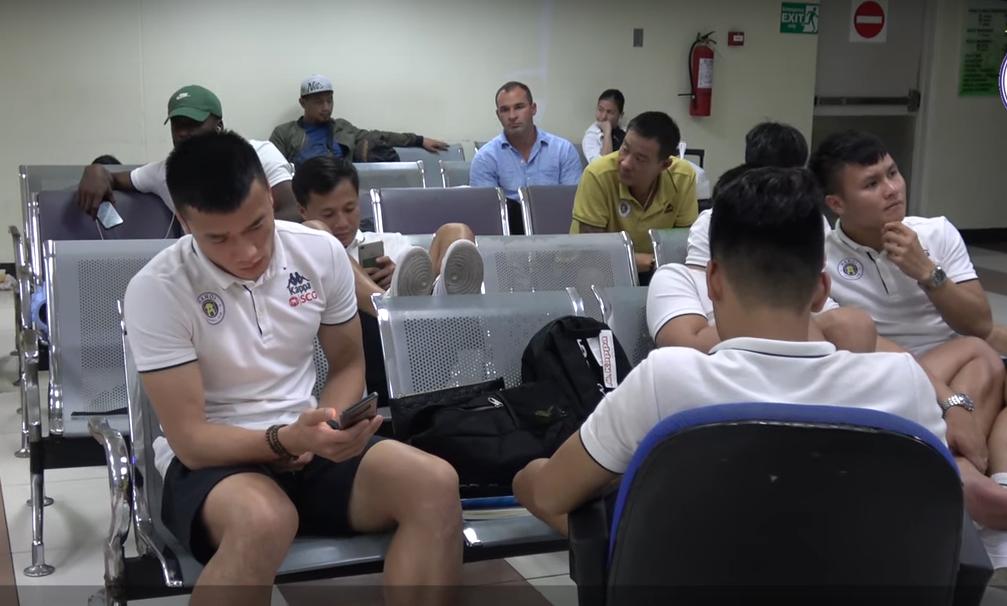 """3 ngày sau khi đá AFC Cup, cầu thủ Hà Nội vẫn """"mắc kẹt"""" ở Philippines - Ảnh 1"""