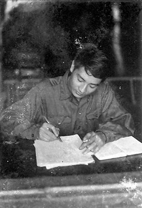 """Nhà báo Phùng Huy Thịnh: Ngòi bút thăng hoa từ """"lửa chiến"""" - Ảnh 2"""