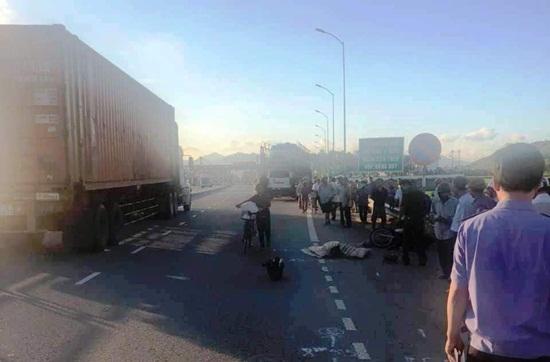 Va chạm xe container, nữ sinh lớp 10 tử vong tại chỗ - Ảnh 2