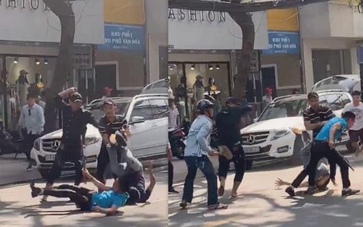 TP.HCM: Hàng chục người hỗn chiến trên đường phố giữa ban ngày, 1 thanh niên gục tại chỗ - Ảnh 1