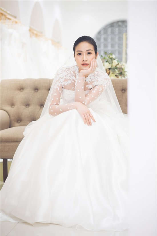 Quyết giữ kín về chú rể, MC Phí Linh tung bộ ảnh cưới xinh đẹp lộng lẫy - Ảnh 1