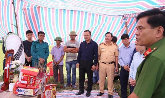 Vụ tai nạn khiến 3 em nhỏ tử vong ở Hà Tĩnh: Xót xa cảnh kẻ đầu bạc khóc người đầu xanh - Ảnh 3