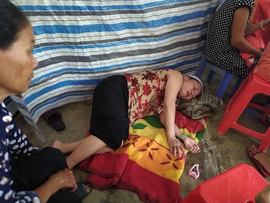 Vụ tai nạn khiến 3 em nhỏ tử vong ở Hà Tĩnh: Xót xa cảnh kẻ đầu bạc khóc người đầu xanh - Ảnh 2