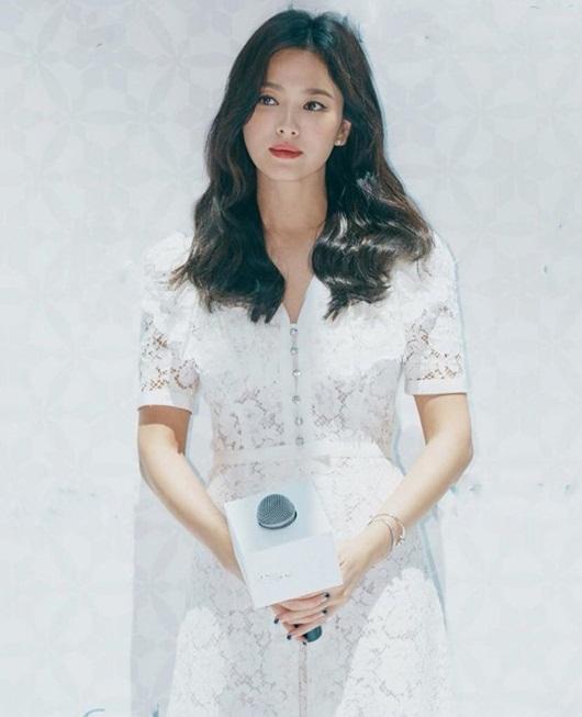 Hậu ly hôn Song Joong Ki, Song Hye Kyo ngày càng gợi cảm - Ảnh 4
