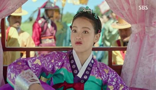 """6 vai diễn """"kỳ quặc đến đáng yêu"""" trong phim Hàn khiến fan """"mê mệt"""" - Ảnh 8"""