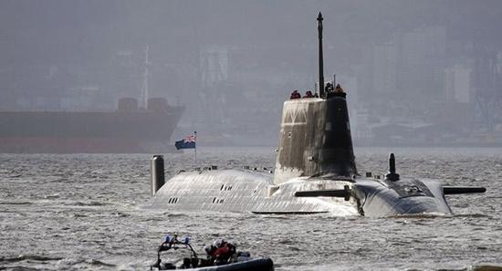 Anh điều tàu ngầm hạt nhân tới vịnh Ba Tư sau căng thẳng với Iran - Ảnh 1
