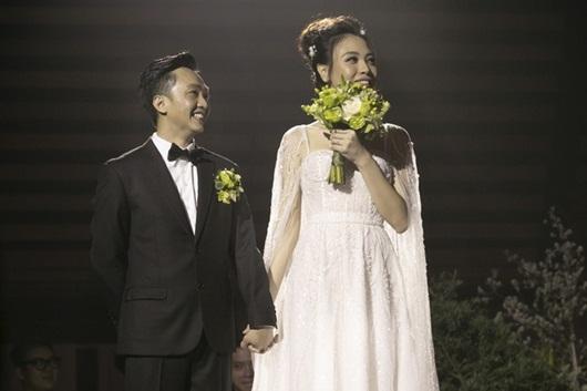 Cận cảnh 3 bộ váy cưới lộng lẫy khiến Đàm Thu Trang đẹp như công chúa trong đám cưới với Cường Đô la - Ảnh 5