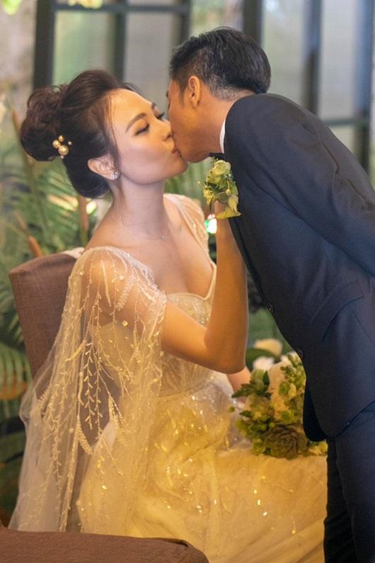 Cận cảnh 3 bộ váy cưới lộng lẫy khiến Đàm Thu Trang đẹp như công chúa trong đám cưới với Cường Đô la - Ảnh 8