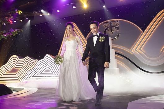 Cận cảnh 3 bộ váy cưới lộng lẫy khiến Đàm Thu Trang đẹp như công chúa trong đám cưới với Cường Đô la - Ảnh 7