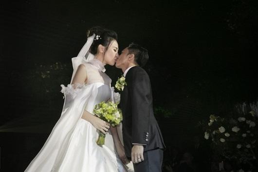 Cận cảnh 3 bộ váy cưới lộng lẫy khiến Đàm Thu Trang đẹp như công chúa trong đám cưới với Cường Đô la - Ảnh 12