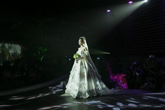 Cận cảnh 3 bộ váy cưới lộng lẫy khiến Đàm Thu Trang đẹp như công chúa trong đám cưới với Cường Đô la - Ảnh 9
