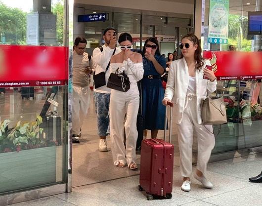 """Nữ chính """"Chiếc lá cuốn bay"""" khoe vẻ đẹp không tỳ vết giữa """"vòng vây"""" fan Việt - Ảnh 6"""