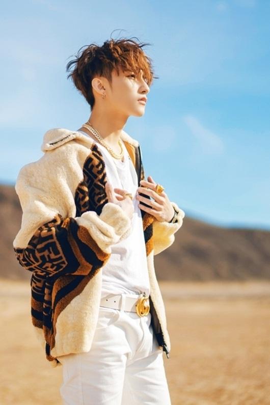 """Video: Sơn Tùng M-TP trình diễn điệu nhảy """"đau tay"""" thách thức fan trong ngày sinh nhật - Ảnh 1"""