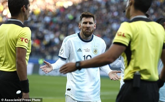 Copa America 2019: Messi nhận thẻ đỏ, từ chối nhận giải 3 cùng Argentina - Ảnh 1