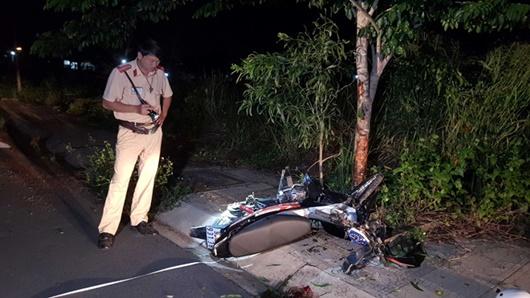 Bình Phước: Chạy xe tốc độ cao, nam thanh niên tông vào gốc cây tử vong - Ảnh 1