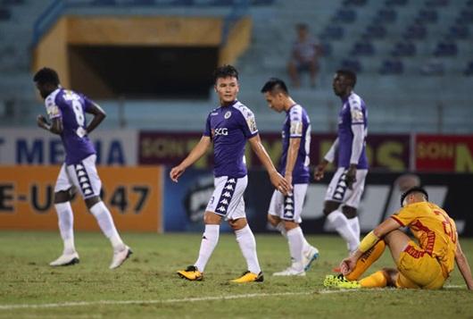 """Quang Hải nén nỗi đau mất người thân, thi đấu xuất sắc trong chiến thắng """"5 sao"""" của Hà Nội FC - Ảnh 1"""