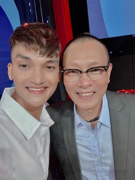 """Khán giả tưởng rằng MC Lại Văn Sâm vừa đi """"tắm trắng, căng da mặt"""" vì lý do này - Ảnh 1"""
