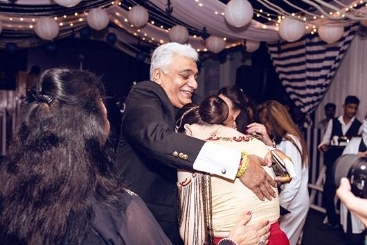 Lý Nhã Kỳ tiết lộ được tỷ phú Ấn Độ nhận làm con nuôi - Ảnh 2