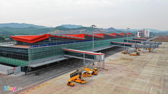 Hải Phòng: Đóng cửa sân bay Cát Bi, người dân khẩn trương chống bão số 3 - Ảnh 1