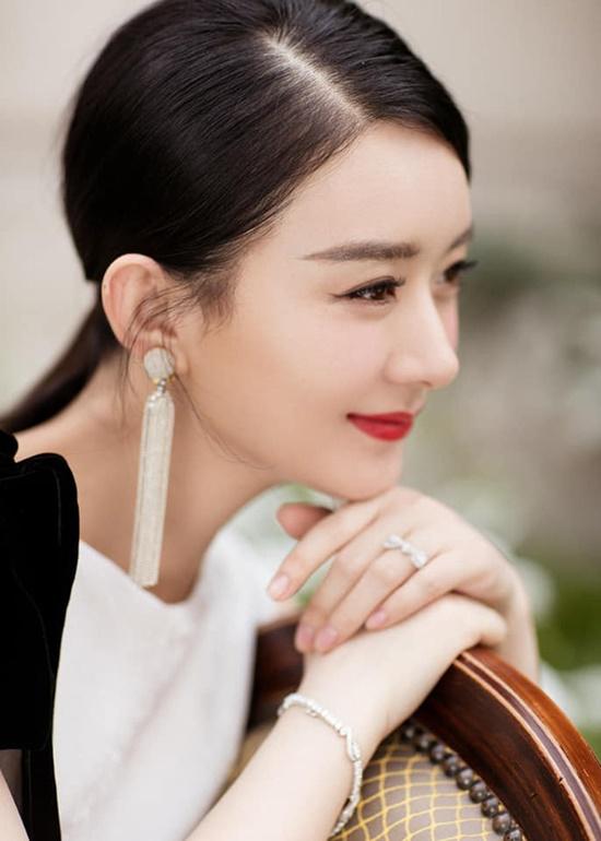 Triệu Lệ Dĩnh tái xuất xinh đẹp như nữ thần khiến fan đồng loạt nói lời yêu - Ảnh 1