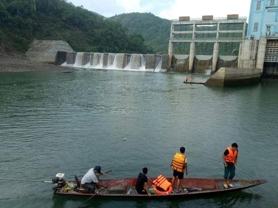 2 nhân viên nhà máy thủy điện xả nước gây chết người bị khởi tố - Ảnh 1