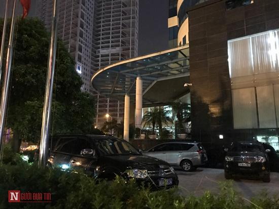 Nóng: Bộ Công an khám xét tại toà nhà MobiFone - Ảnh 2