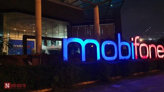 Nóng: Bộ Công an khám xét tại toà nhà MobiFone - Ảnh 4