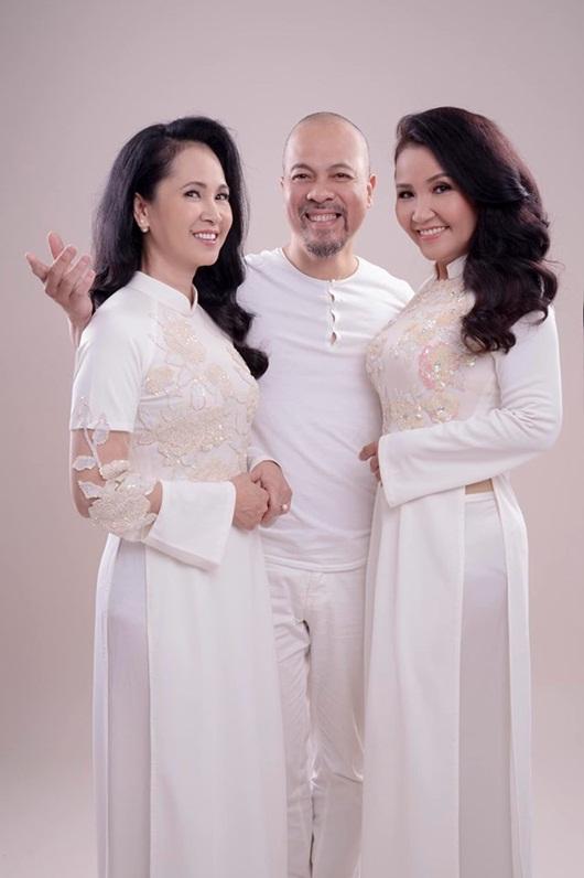 Hai bà mẹ chồng nổi tiếng Lan Hương - Ngân Quỳnh khoe sắc với áo dài của NTK Đức Hùng - Ảnh 3