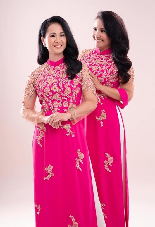 Hai bà mẹ chồng nổi tiếng Lan Hương - Ngân Quỳnh khoe sắc với áo dài của NTK Đức Hùng - Ảnh 5
