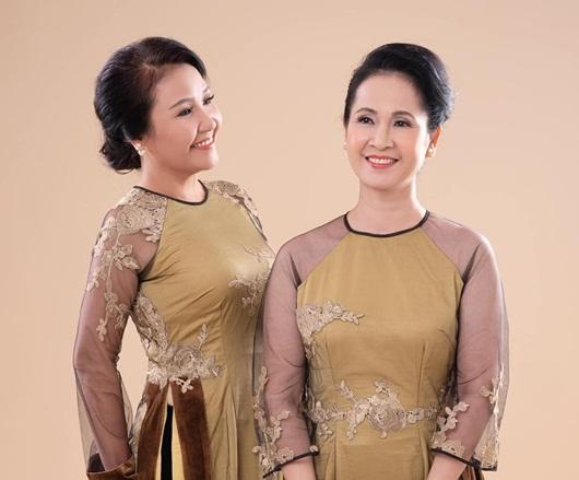 Hai bà mẹ chồng nổi tiếng Lan Hương - Ngân Quỳnh khoe sắc với áo dài của NTK Đức Hùng - Ảnh 6