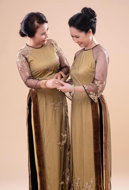 Hai bà mẹ chồng nổi tiếng Lan Hương - Ngân Quỳnh khoe sắc với áo dài của NTK Đức Hùng - Ảnh 7