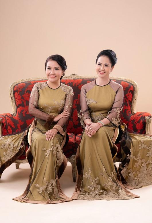 Hai bà mẹ chồng nổi tiếng Lan Hương - Ngân Quỳnh khoe sắc với áo dài của NTK Đức Hùng - Ảnh 8