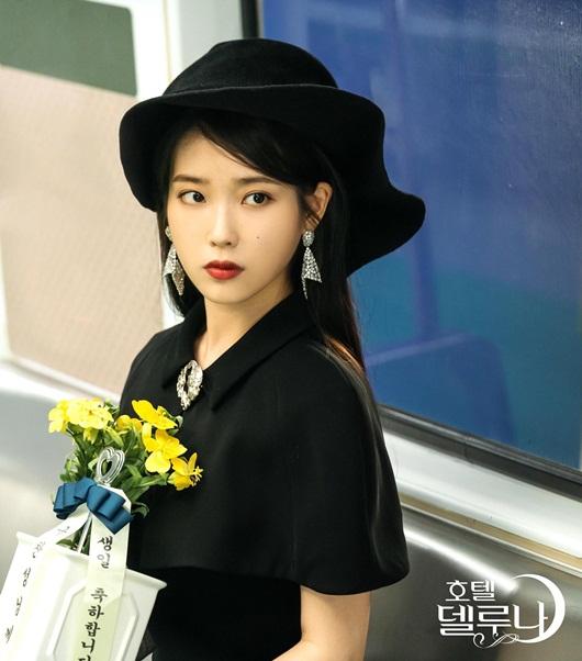 """Phong cách thời trang vượt thời gian hớp hồn khán giả của IU trong """"Hotel Del Luna"""" - Ảnh 4"""